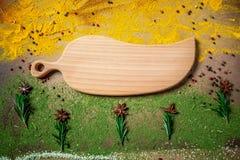 Установите индийских специй и трав, деревянной доски Плоское положение скопируйте космос стоковые фотографии rf