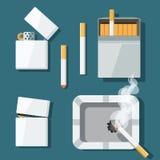 Установите лихтеры, сигареты и ashtray в плоском стиле иллюстрация штока
