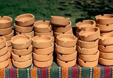 Установите коричневых керамических ashtrays стоковые фото