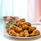 Установите крыльев цыпленка Roasted хрустящих стоковая фотография rf
