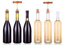 Установите от красных и белых изолированных бутылок вина Стоковые Фото