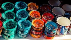 Установите покрашенных керамических ashtrays стоковое изображение