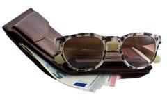 Установите путешественника: бумажник, пасспорт, стекла солнца и деньги Стоковые Изображения