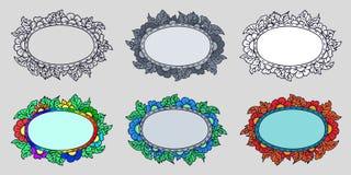 Установите 6 рамок руки вычерченных с цветками и листьями в других вариантах: оконтурите только, белое покрашенные заполнение и 4 иллюстрация штока