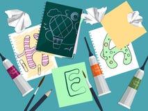 Установите с тетрадью, чертежами и поставками искусства на таблице вектор Стоковые Фото
