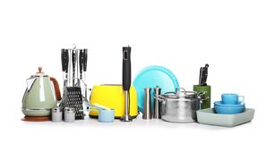 Установите чистых cookware, блюд, утварей и приборов стоковое фото