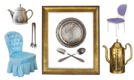 Установите 9 шикарных старых винтажных деталей Старые блюда, приборы, чайники, стулья, книги, подсвечники, картинные рамки изолир стоковые изображения rf