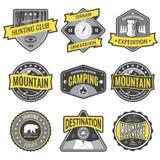 Установите экспедиции горы значков и логотип эмблемы звероловства Стоковая Фотография RF