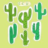 Установите элементов мультфильма украшенных кактусом графических Зеленый кактус сделанный в форме стикеров иллюстрация вектора