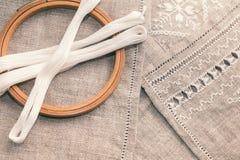 Установите для вышивки с цветом белизны потока Стоковое фото RF