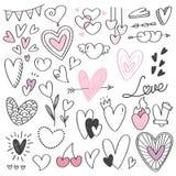 Установите doodle формы сердца изолированного на белизне иллюстрация штока