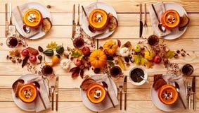 Установка благодарения супа тыквы для 6 Стоковые Изображения RF