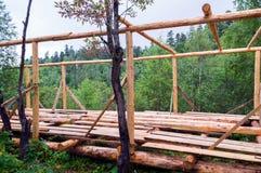 Установка деревянных балок от журналов Стоковое Фото