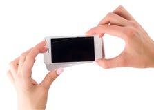 Установка защитного стекла на smartphone Стоковое фото RF