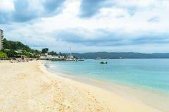 Установка летних каникулов пляжа с белым песком тропического острова карибская стоковые изображения rf