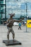 Установка перед главным образом железнодорожным вокзалом ( Hauptbahnhof) Стоковое Фото
