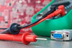 Установка, ремонт радиотехнической аппаратуры Превратитесь или связанная с хобби электроника стоковые изображения