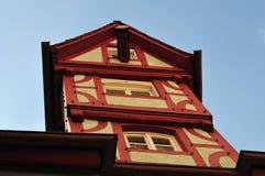 Установка снасти замотки на средневековое здание стоковые изображения