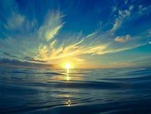 Установка Солнця в голубом карибском море Стоковое Фото
