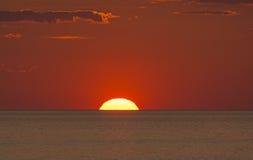 Установка Солнця в океан Стоковая Фотография RF