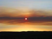 Установка Солнця за диапазоном облаков Стоковые Фотографии RF