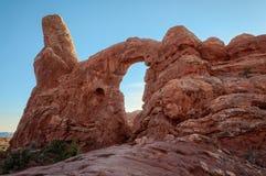Установка Солнця за сводом башенки в национальном парке сводов стоковые изображения rf