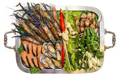 Установка шведского стола морепродуктов на белой предпосылке стоковое изображение
