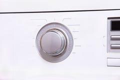 Установки обшивают панелями с большой круглой кнопкой управления стоковое изображение