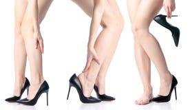 Установленные женские ноги в черной моде ботинок высоких пяток стоковая фотография rf