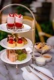 Установленные помадки десерта послеполуденного чая и печенья Стоковая Фотография