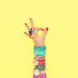 Установленные аксессуары моды обмундирование Одобренный жест минимально Стоковое Изображение