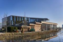Устойчивое зеленое здание Стоковые Фото