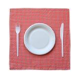 Бумажная плита на checkered ткани. Стоковое Фото