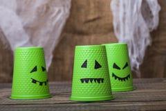 Устранимые чашки с сторонами призрака Стоковые Изображения RF