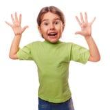Устрашенный ребенок девушки подростка раскрыл ее рот внутри Стоковые Фото