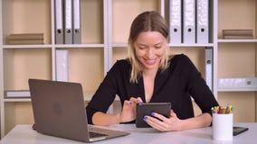 Устройство пользы предпринимателя имеет потеху на месте для работы видеоматериал