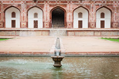 усыпальница Индии s humayun фонтана delhi Стоковые Фотографии RF