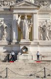 Усыпальница к неизвестному солдату на национальном монументе Vittorio Emanuele II в Риме Стоковая Фотография