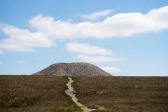 усыпальница ферзя s sligo meave пирамиды из камней Стоковая Фотография RF