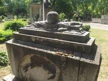 Усыпальница #02 винтажного солдата героя мемориальная в кладбище Будапешта, Венгрии стоковая фотография rf