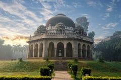 Усыпальница Мухаммеда Shah Sayyid's на раннем утре в памятниках сада Lodi стоковые фото