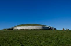 Усыпальница прохода камня Newgrange, Ирландия Стоковая Фотография RF
