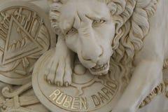 Усыпальница Рубна Dario поэта мира известная на соборе Леона стоковые изображения