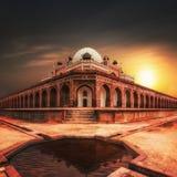 Усыпальница ` s Humayun на заходе солнца сложная усыпальница мавзолея Индии isa humayun delhi khan Стоковое Изображение RF