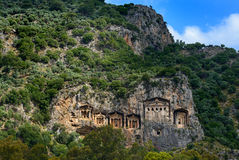 Усыпальницы Lycian в горных склонах Стоковое Фото