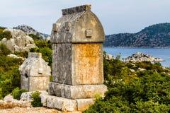 Усыпальницы Lycian в Simena на холме над морем стоковое фото rf