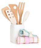 Утвари кухни в держателе и полотенцах Стоковое фото RF