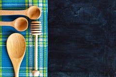 Утварь и скатерть кухни Стоковое Изображение RF
