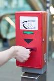 Утвердите билет на красной машине утверждения билета для und стоковое фото rf