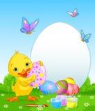 Утенок пасхи крася пасхальные яйца Стоковое Изображение RF
